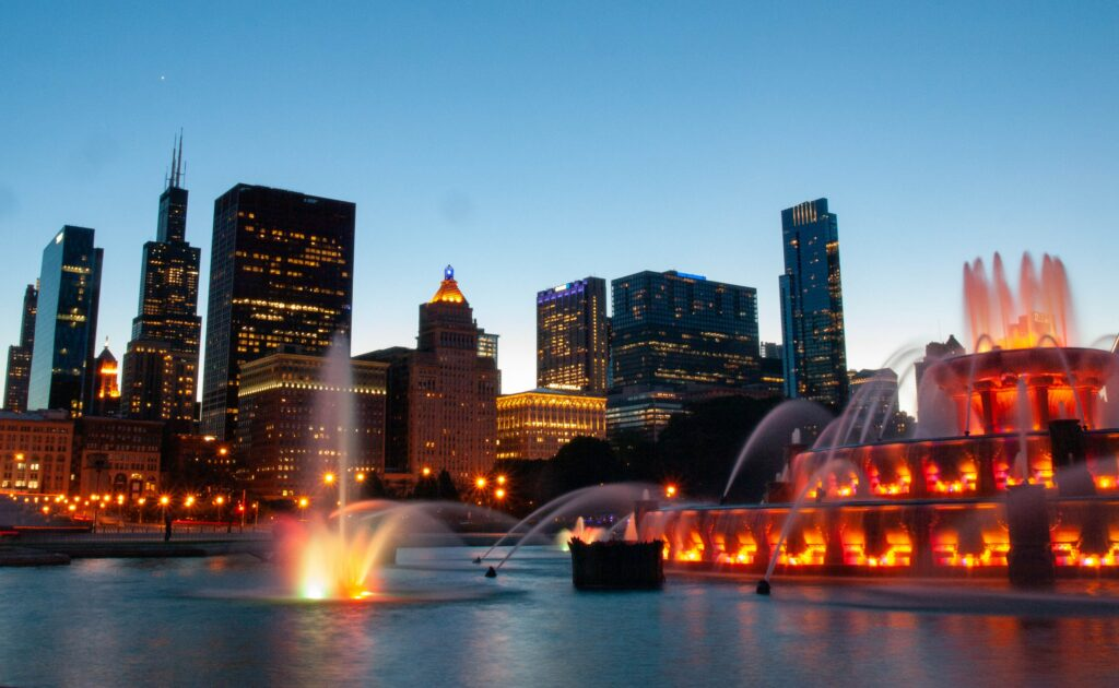 Chicago Buckingham fountain by night