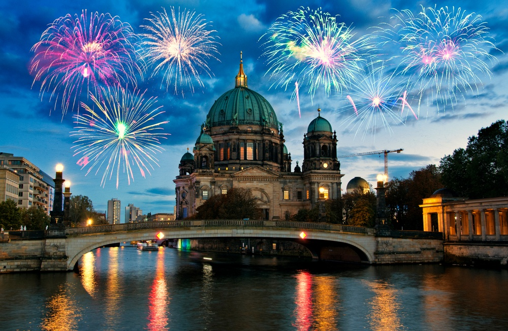 New Year's Eve fireworks above the Berliner Dom