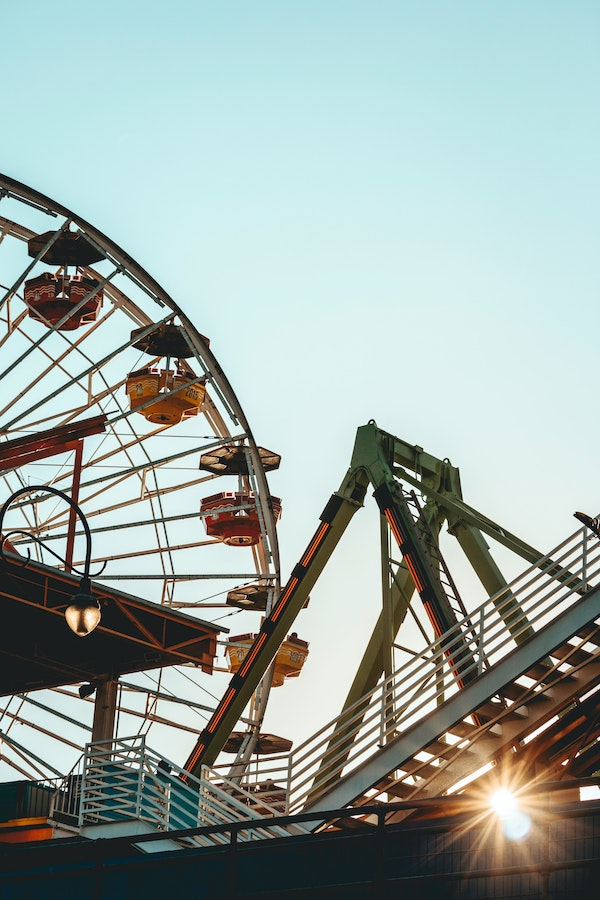 ferris wheels are a classic part of theme parks in toronto