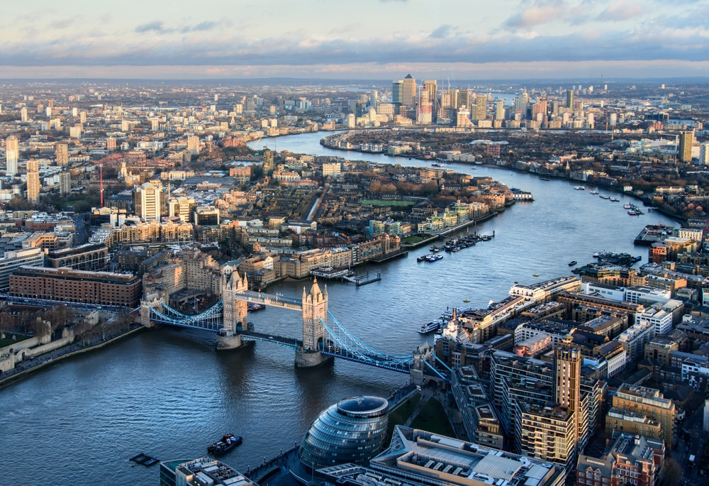 The Thames River, one of the most famous natural London landmarks.