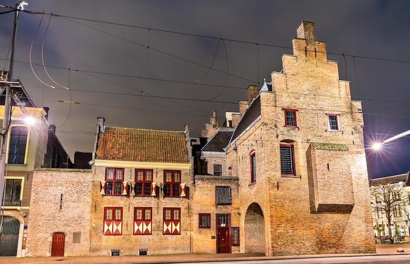 The Museum of Gevangenpoort is a historic building next to Plaats in the Hague.