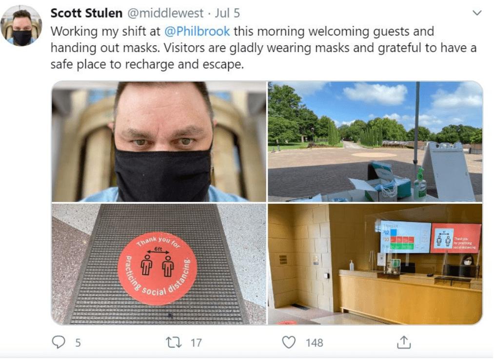 Scott Stulen ha twittato di prendere i turni per distribuire maschere alla porta, mentre il suo museo riapre per la prima volta dall'epidemia di COVID-19.